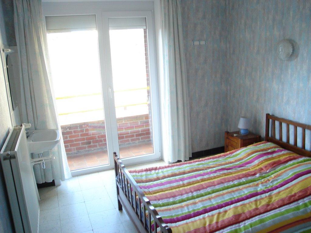 Location coxyde chambre droite balcon arri re for Chambre de bonne location