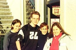 Liliane, Rui, Marylene e mim fora do Café Lanútus