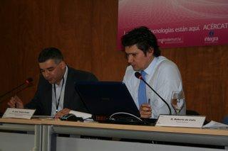 Juan T. Frutos (moderador) y Roberto de Celis