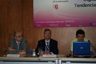 David Parra y Koldo Meso (a izquierda y derecha del moderador respectivamente)