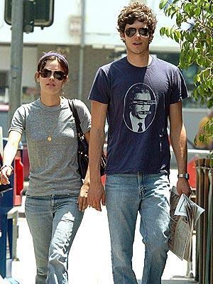 Pretty girl dating nerdy guy