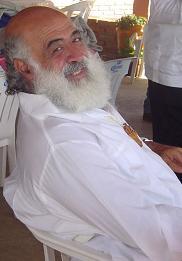 Sat Chellah Carlos Moises Michan Amiga sonriendo