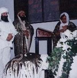 El Guru Ji Oxil Pali Ur en su Consagracion con el Salawaat