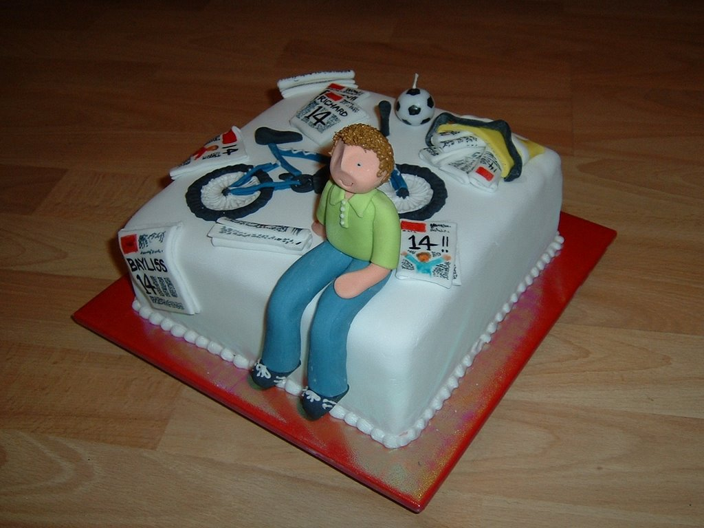 My Cakes Richards 14th Birthday Cake The Newspaper Delivery Boy