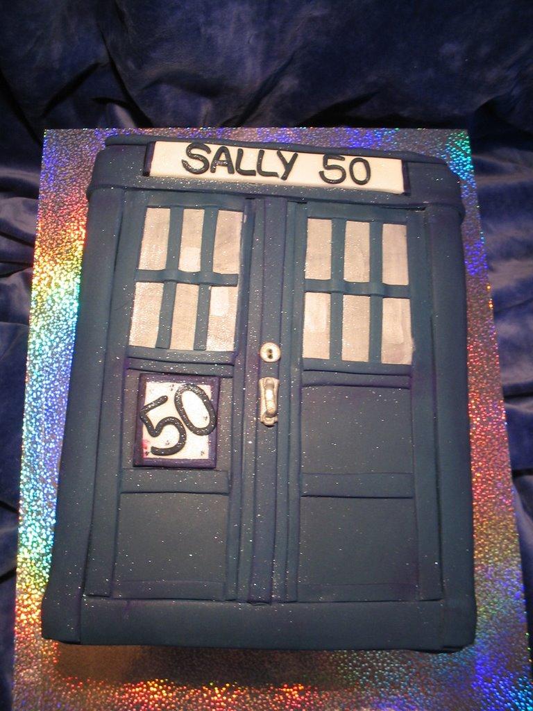 My Cakes....: Sallys TARDIS 50th Birthday cake
