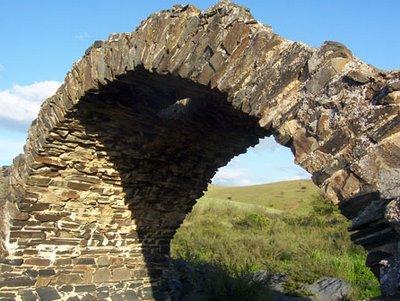 Detalle del arco central del puente