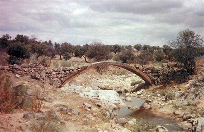 Puentecillo sobre el arroyo Santa María en Pedroche