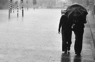 Sharing the umbrella - Sharing the rain - Walmink @ Flickr