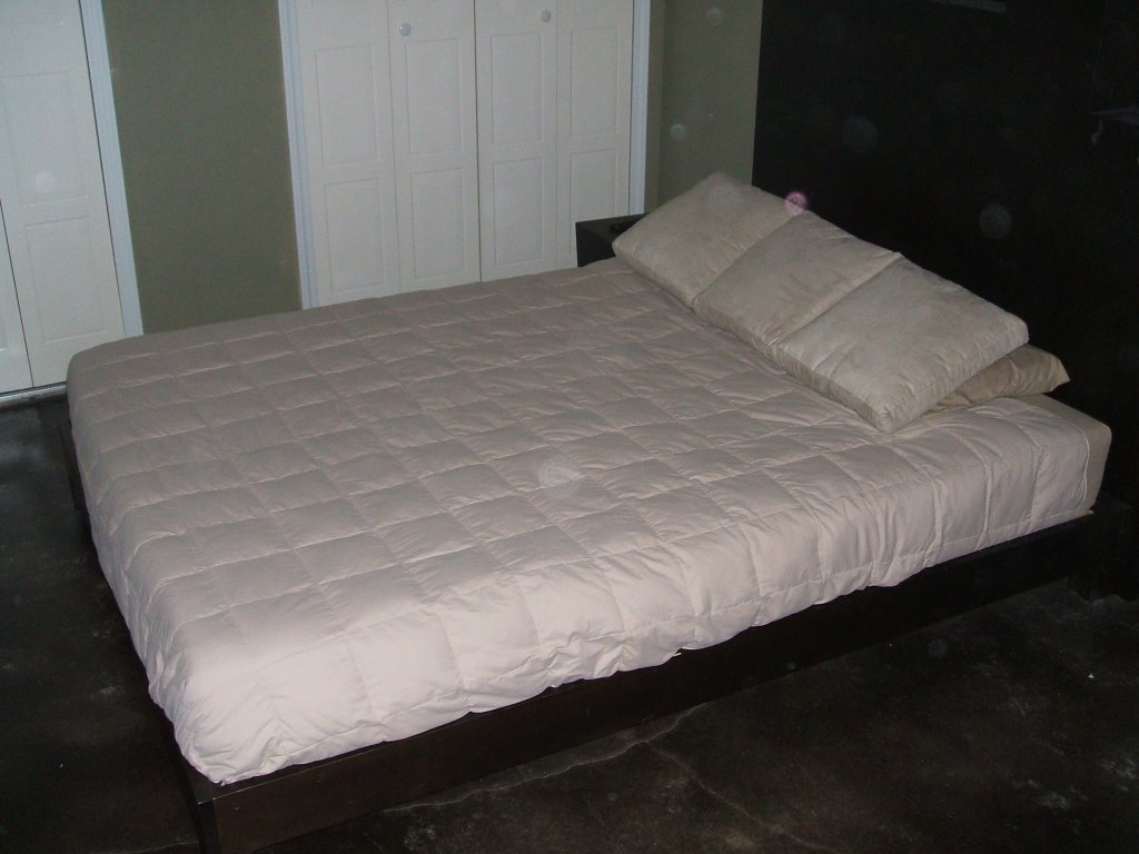 Jc S Moving Selling Furniture Low Platform Queen Bed Headboard