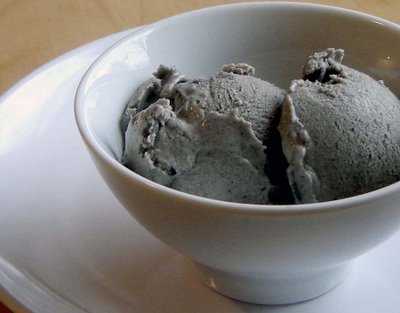 haverchuk: The ice cream project: black sesame ice cream