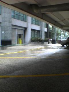 还好我站着等的地方..没有车要park..不然我真的不知道我要去哪里站了..