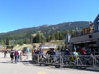 Горные велосипедисты на Вистлере