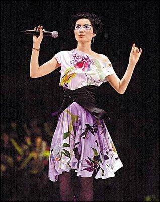 Faye Wong en l'actuació al 2003