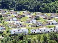 Az újonnan épülő lakóparkok egyike Budapest határában