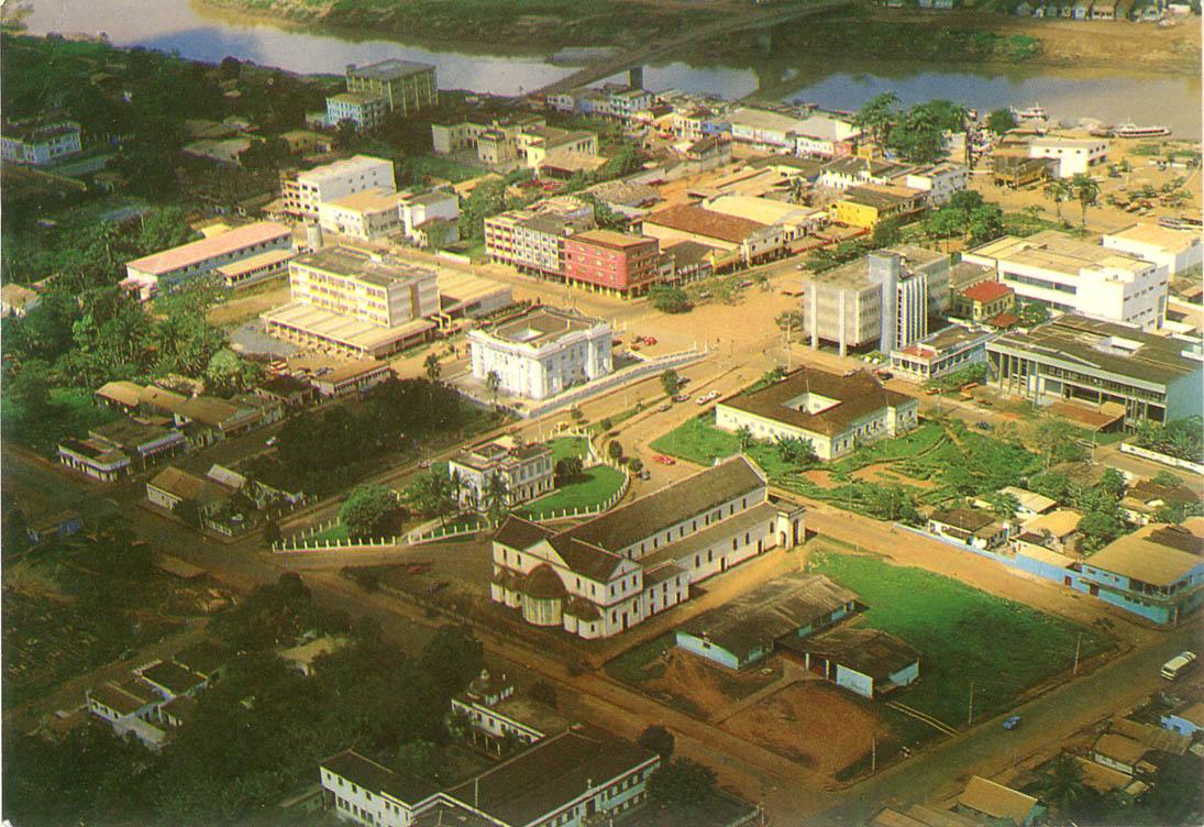 banco santander jardim presidente dutra:Vista área do centro de Rio Branco em foto de Américo de Mello