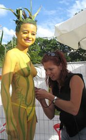 Anja Purkel paints model Selina (2006)