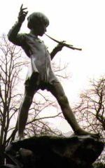 George Frampton - Peter Pan (1912) in Kensington Gardens