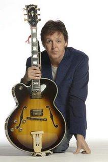 Subastan objetos de leyendas como Hendrix y McCartney