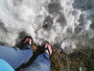 14ddea3eecaae4 Walking around in the snow while wearing flip-flops is simply moronic. I  have seen girls running around in the dead of winter (not a fake winter  that we ve ...