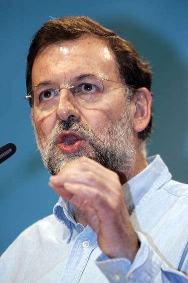 Después del ridículo en el Debate sobre el Estado de la Nación y la presión del ala dura del PP, Rajoy se lanza a la radicalidad para seguir teniendo presencia en el partido