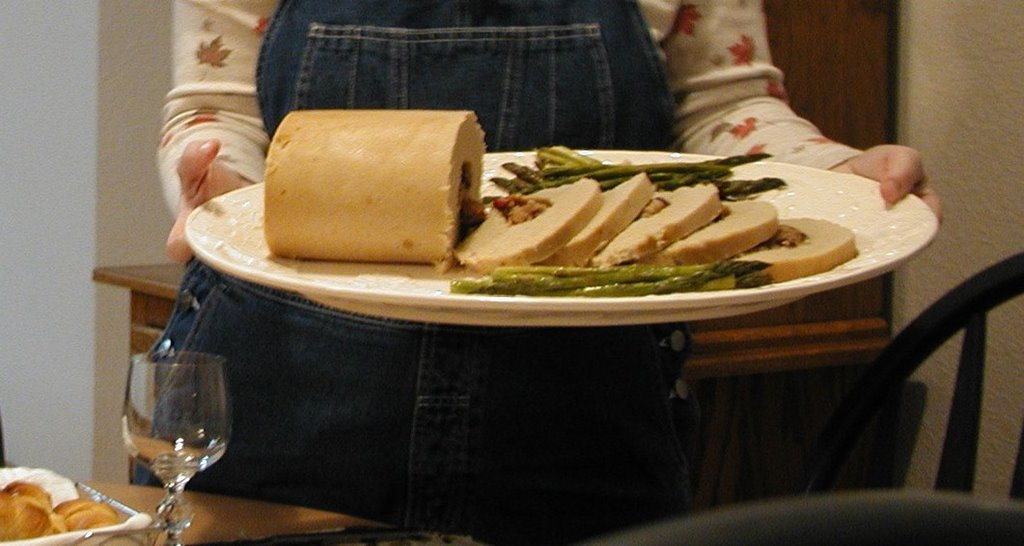 The lazy vegetarian thanksgiving whats on the table this product made by worthington has the mouthy name meatless smoked turkey vegetable and grain protein roll it come in a 4 pound frozen roll i have forumfinder Choice Image