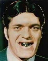 Fui al dentista del seguro y lo único que me dieron fue esta estúpida dentadura