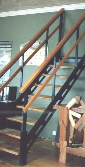 Eleve escaleras y barandas for Escaleras para tres pisos