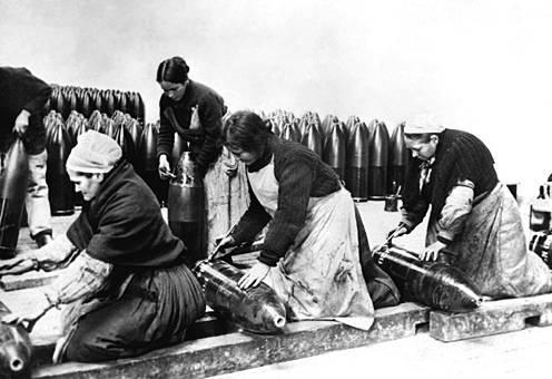 Travail de la main des femmes ivres