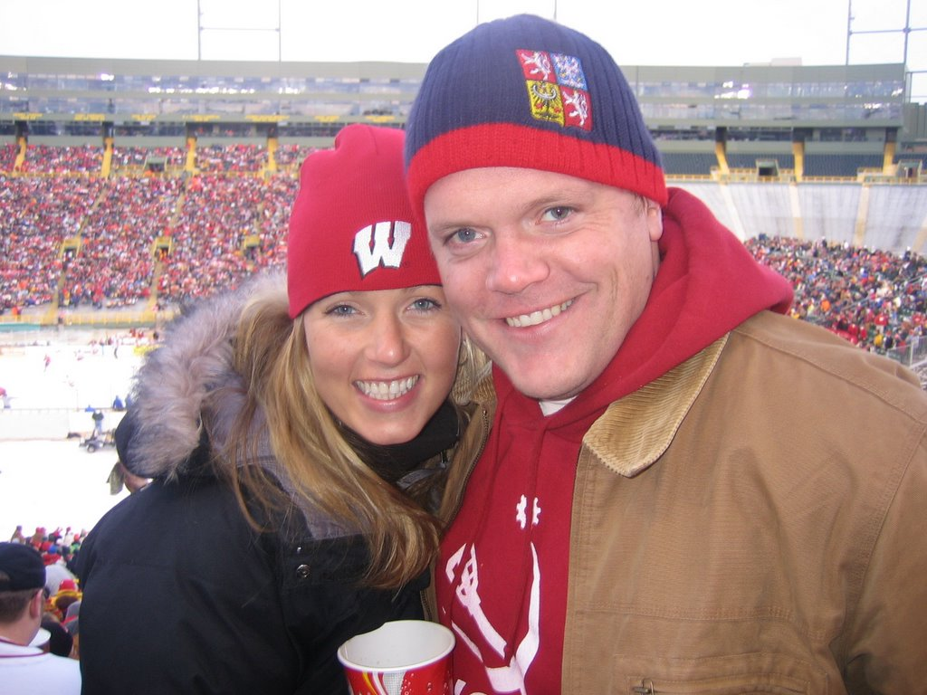15 First Year MBAs Headed Up To Green Bay For The University Of Wisconsins Outdoor Hockey Match On Lambeau Field 2 11 Badger Fan Tailgating