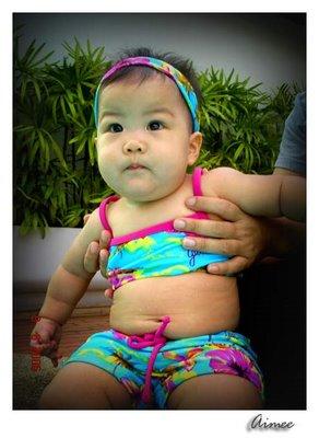 เอมมี่ชอบว่ายน้ำค่า