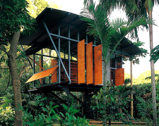 African architecture and design tree houses and love shacks for Architecture and design tree house