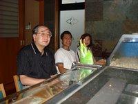 Bersama Host Family in Restoran Sashimi