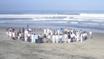 Cadena por el Equilibrio Ecologico...Tijuana 2006...Click para ampliar la imagen