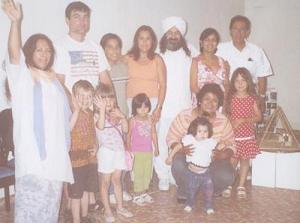 Hakima Marilu Gomez...de Tijuana...levantando la mano con un grupo de Iniciados de San Diego, parte de su grupo.