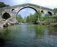 Cangas de Onís iniciará en septiembre una rehabilitación integral del puente «romano»