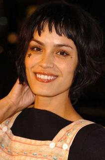 Shannyn Sossamon is not famous enough to get away with face-painting