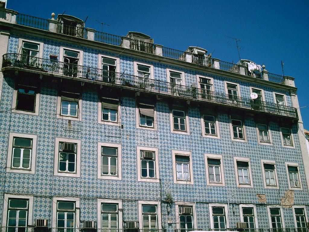 Hijitaferoz fachada edificios de azulejos en lisboa for Fachadas de casas con azulejo