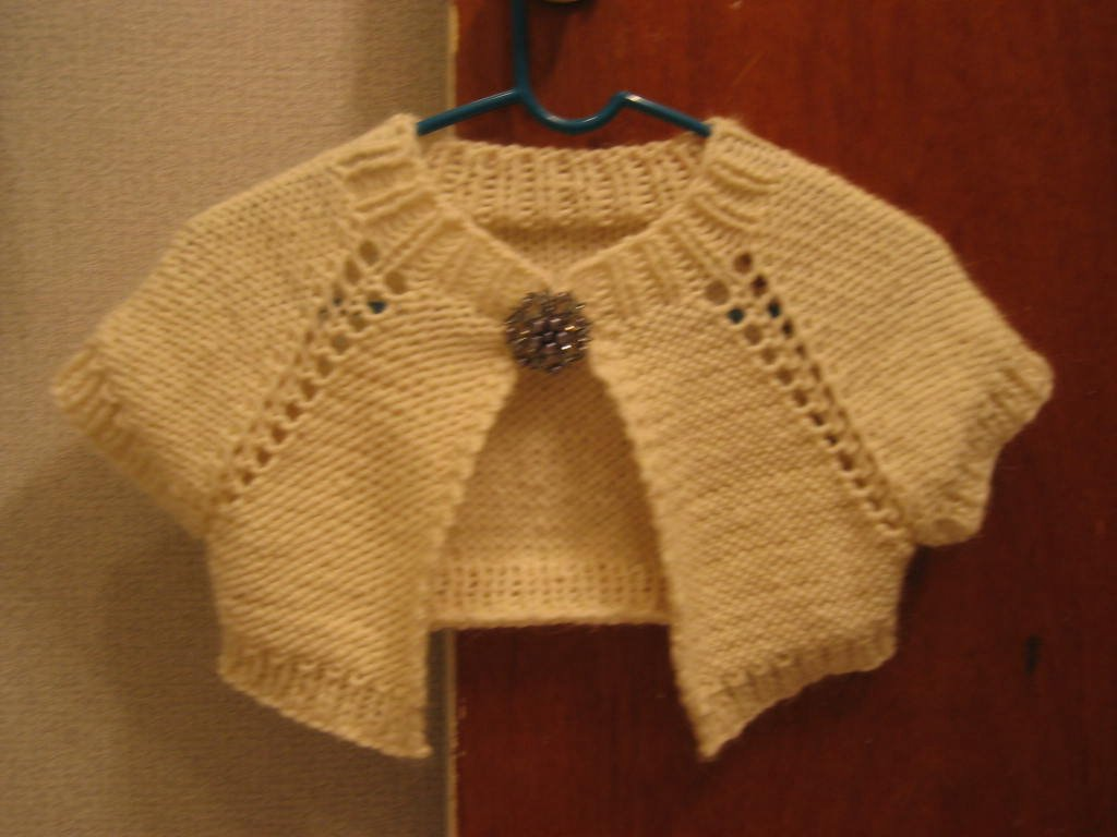 Peony Knits: Anthropologie-inspired Capelet - FO and Tutorial!