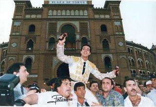 Salida a hombros de Víctor Puerto en su confirmación en Las Ventas.Año 96 creo recordar...