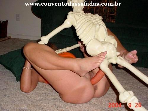 Скелет трахает