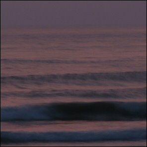 Chillailua merenrannalla auringonlaskun jälkeen