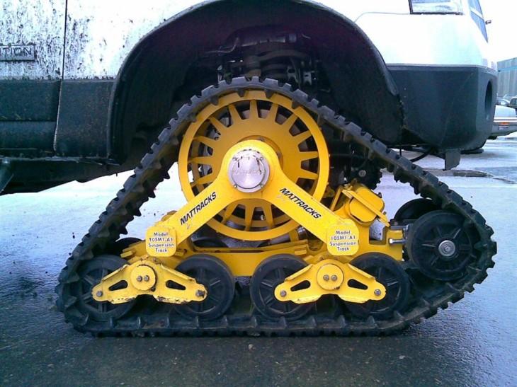 Машина на гусеницах