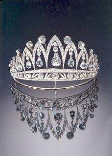Monarchico i gioielli di casa savoia for Quanto costa la corona della regina elisabetta