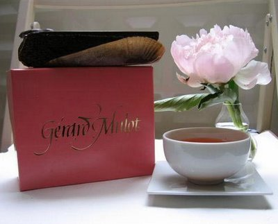 Love this pink box from Mulot
