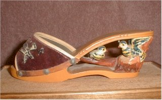 picture of a bakya or wooden shoes
