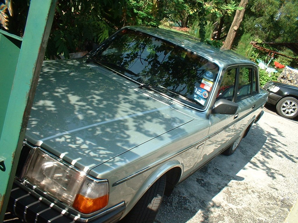 Volvo 240 Live March 2006 Electric Fan Installation Kjetorg This Is Latest Engine Bay Picture During Recent Aircond Service With New Black Plug Wires Holder Rm7 Battery Aam Free Delivery