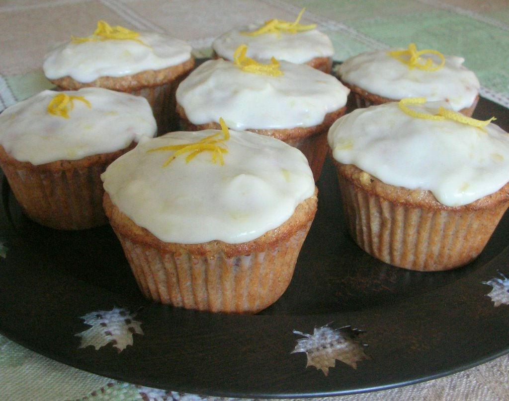 ... don't some times long to make pretty little cupcakes? We do, we do
