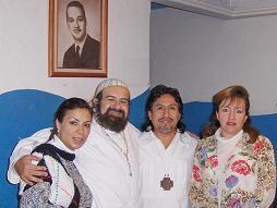 El Venerable Sat Arhat -con su cruz de la Orden del Aquarius- junto al Zahir Sheikh GG::, a su lado izquierdo: Rev. Gag-Pa Aracely... Al lado derecho del Sheikh, la Mata Ji Fatima GG::