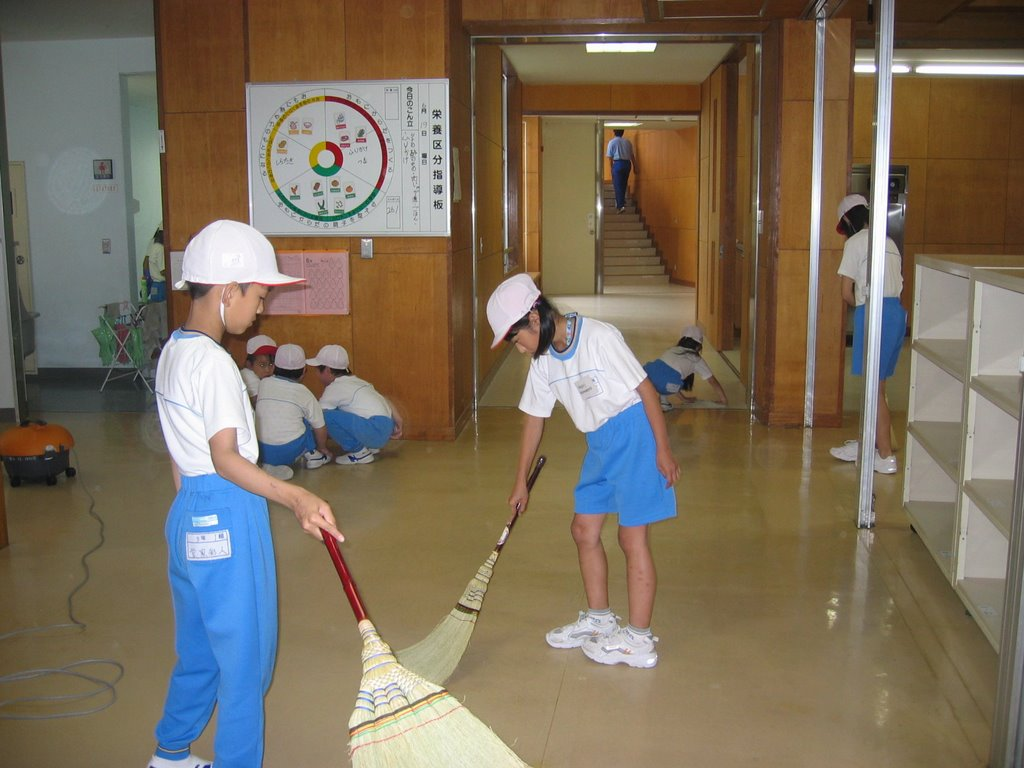 cleanliness of schools Even if you come to japan on a trip, it is difficult to know about japanese schools therefore, today, i would like to introduce some japanese public.