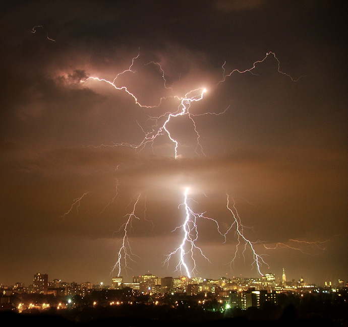 Lightning over Ottawa photo by Andrew Knapp